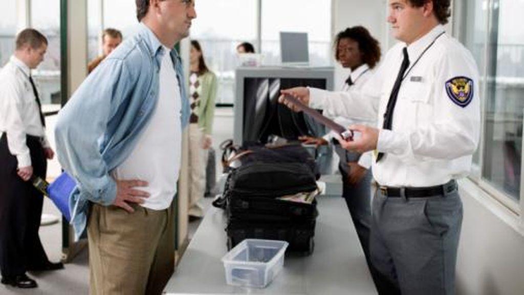 Gerbang Cek Keamanan Bandara London Dipasang Lagu Hits