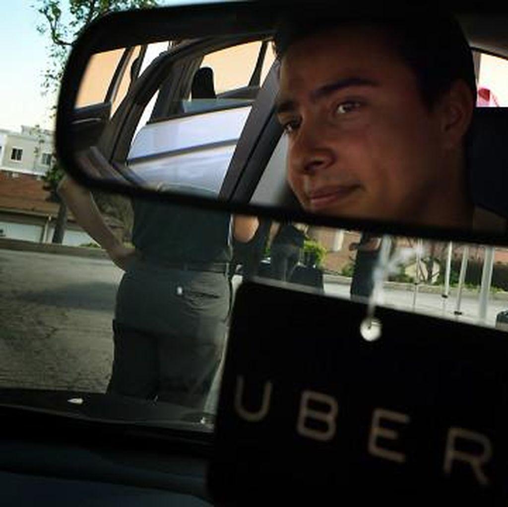 Ratusan Ribu Warga London Protes Izin Uber Dicabut