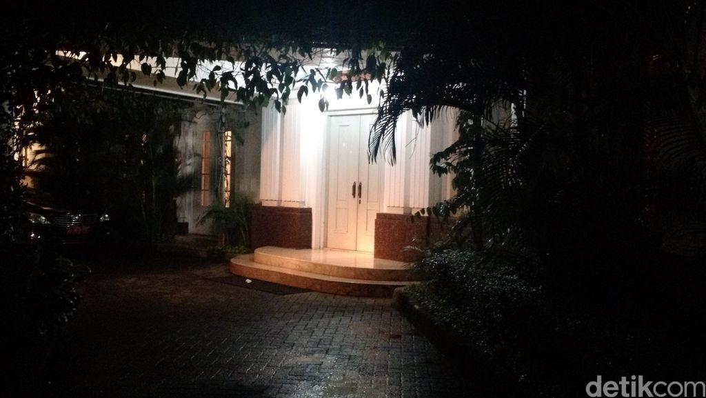 Ahok Bertemu Maia Estianty dan Dewi Persik di Rumah Dinas Gubernur