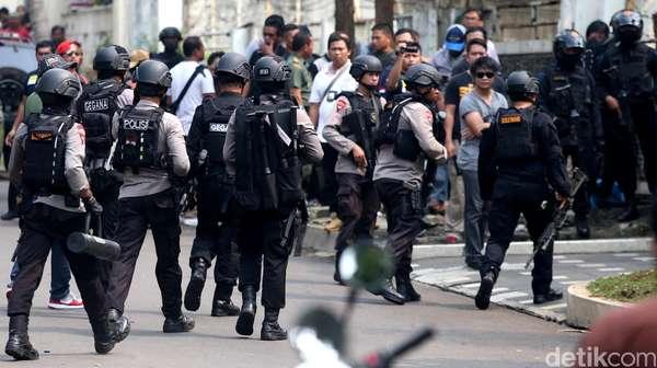 Penjelasan Polisi Soal Foto Tersangka AJS yang Seolah Dicekik Sebo