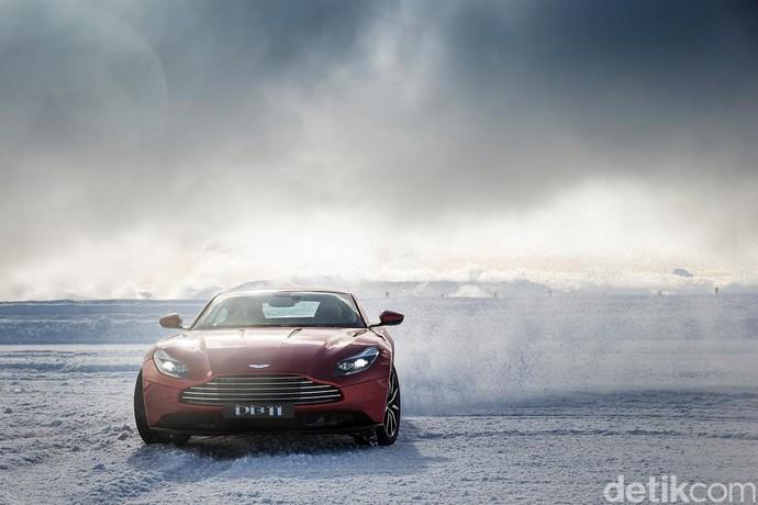 Menari di Es dengan Aston Martin