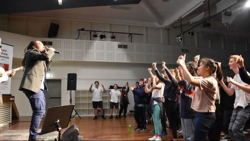 Suara Emas dari Papua Pukau Pelajar di Canberra