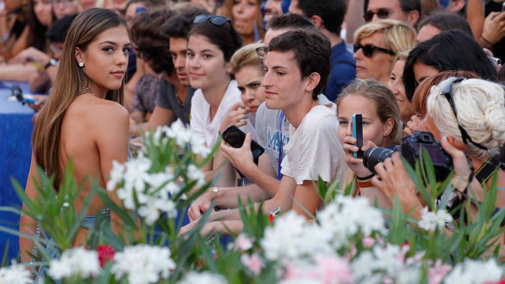 Foto: Putri Sylvester Stallone Tebar Pesona di Venice Film Festival