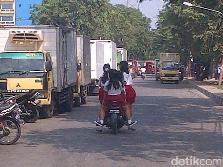 Polisi Suka Dilema Tilang Pelajar yang Naik Motor