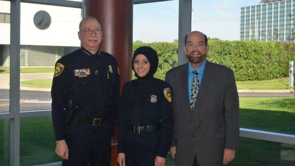 Amal Chammout, Jadi Polisi Berhijab Pertama dari Michigan, AS