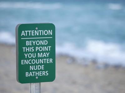 Pertama Kali ke Pantai Nudist, Inilah yang Terjadi...
