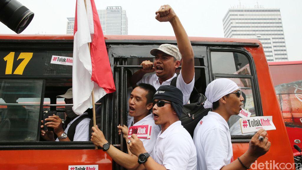 Polisi Bubarkan Demo Tolak Ahok di Bundaran HI