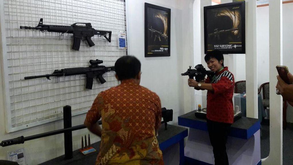 Menjajal Senapan Sniper Made In Bandung