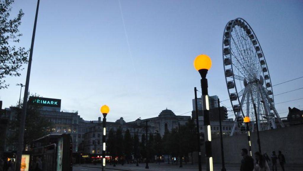 Manchester sebagai Pusat Semesta