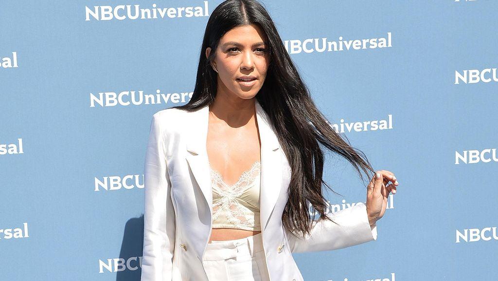 Anaknya Duduk di Atas Mobil Rp 1,6 M, Kourtney Kardashian Dikritik
