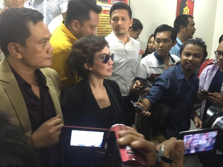 Reza Artamevia Bersaksi di Kasus Dugaan Pencabulan Gatot Brajamusti