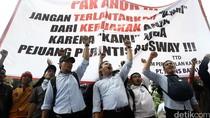 Eks Karyawan Trans Batavia Demo di Kantor Ahok