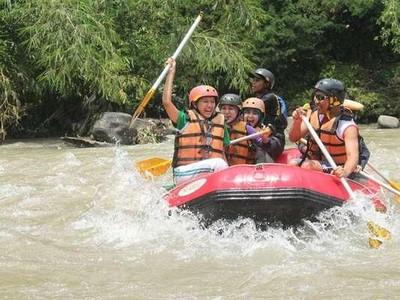 Pacu Adrenalin dengan 6 Arung Jeram Seru di Indonesia