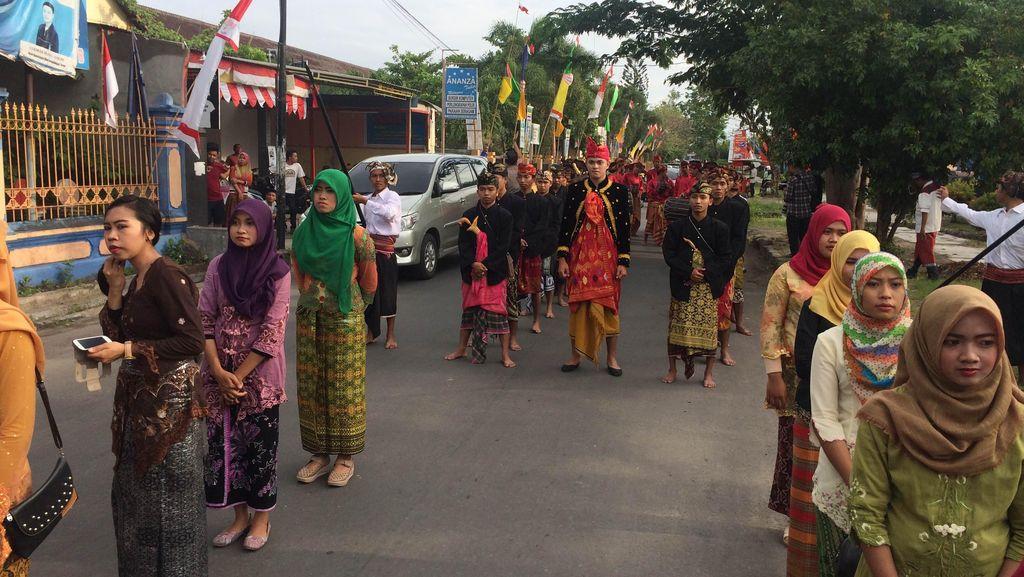 Ini Dia Tradisi Nyongkolan, Pernikahan Suku Sasak di Lombok