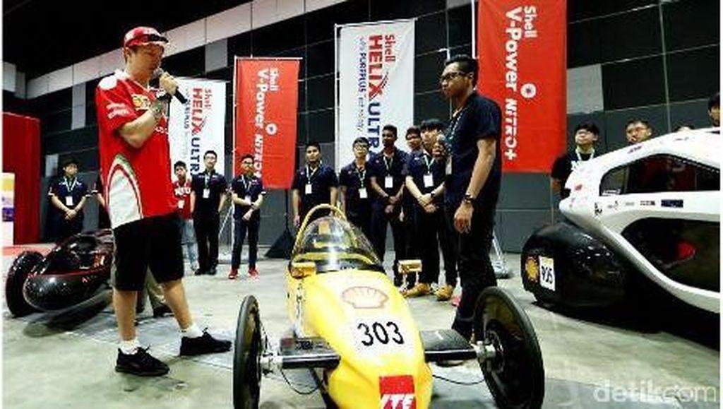 Kimi Raikkonen Terpana dengan Mobil Irit Buatan Mahasiswa