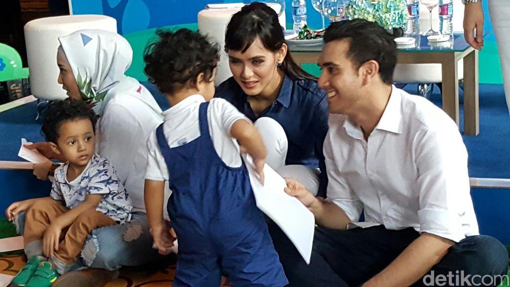 Tips Agar Orang Tua Jadi Tempat Curhat yang Nyaman Buat Anak