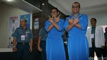Tes Kesehatan Pilgub DKI, Anies-Sandiaga Tampilkan Salam Huruf W