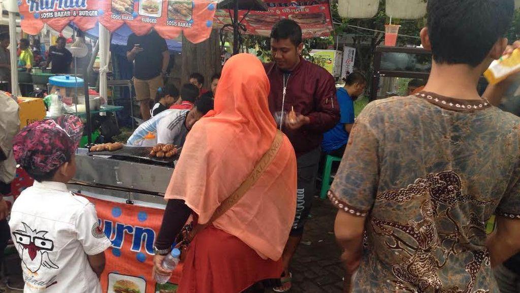 Beda Rejeki Penjual Suvenir dan Penjaja Kuliner di Arena PON