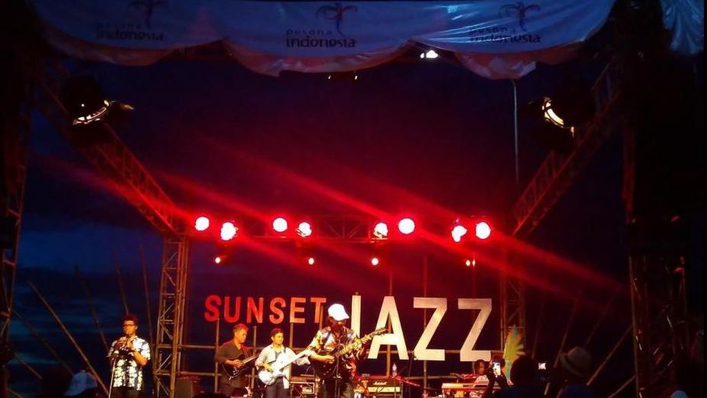 Wisman dari 6 Negara ke Karimunjawa Naik Yacht & Nonton Konser Jazz