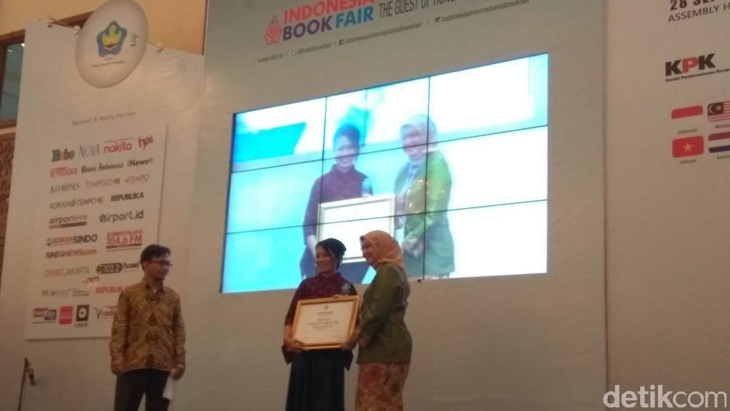 Anies Baswedan, Dee Lestari dan Tere Liye Dapat Anugerah IKAPI Award 2016