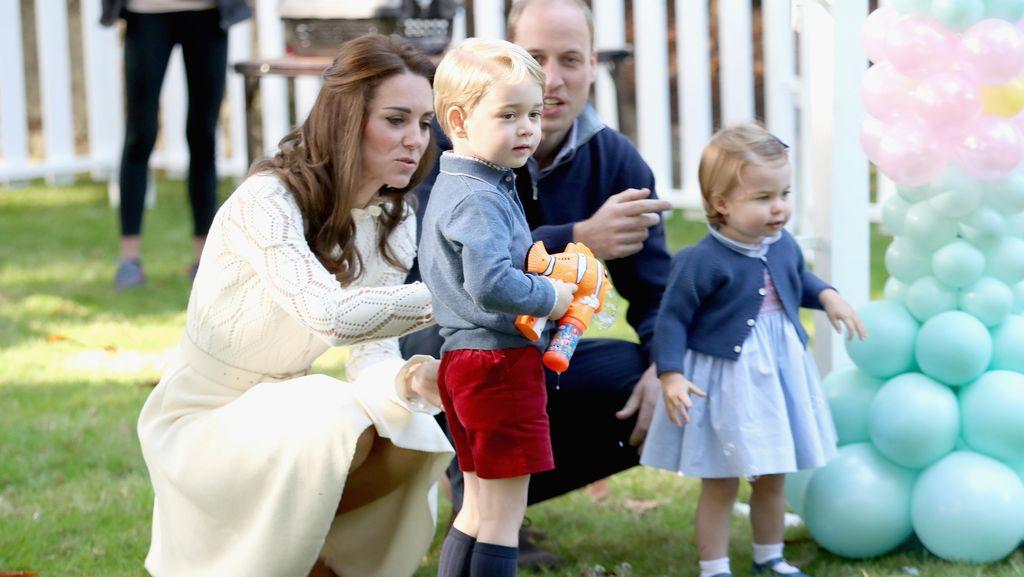 Dilarang Main Gadget, Pangeran George dan Putri Charlotte Pilih Mainan Ini