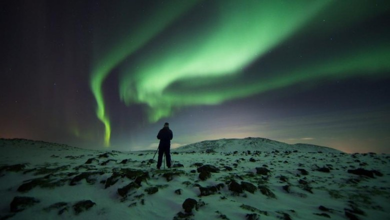 Foto: Traveler yang sedang mengabadikan aurora (visitreykjanes)