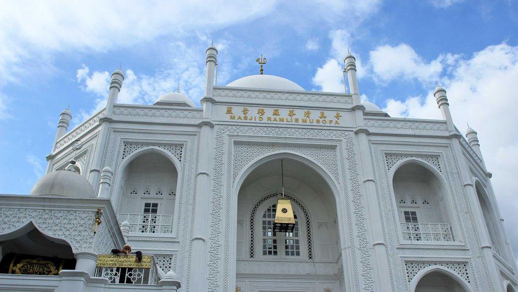 Bukan Taj Mahal, Ini Masjid Megah yang Lagi Hits di Jakarta