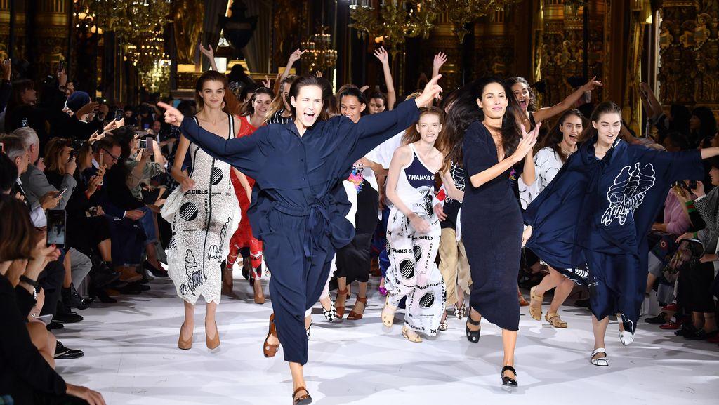 Stella McCartney Tutup Show dengan Flashmob di Paris Fashion Week