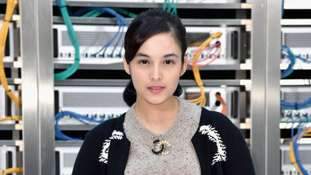 Hadiri Paris Fashion Week, Chelsea Islan Eksis di Fashion Show Chanel