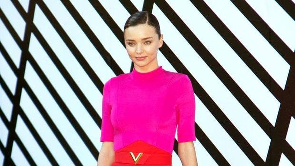 Foto: Penampilan Stylish Selebriti Dunia Hadiri Show Louis Vuitton di Paris