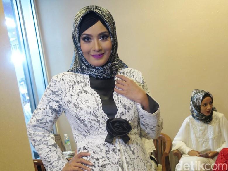 Elma Theana Sudah Move On dari Masalah Gatot Brajamusti