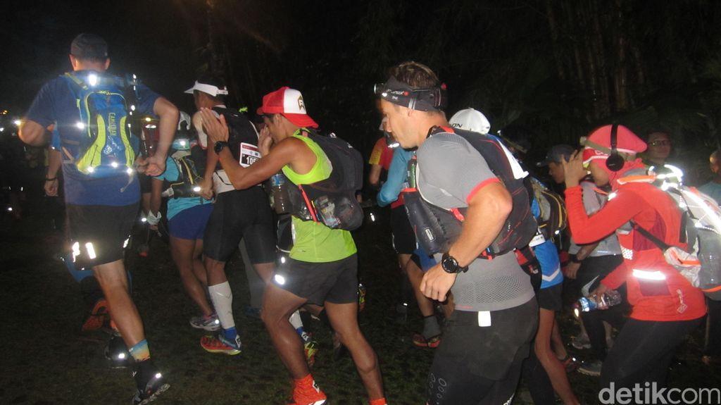 Umur Sudah Lebih dari Setengah Abad, Tetap Antusias Ikuti Lari 100 KM