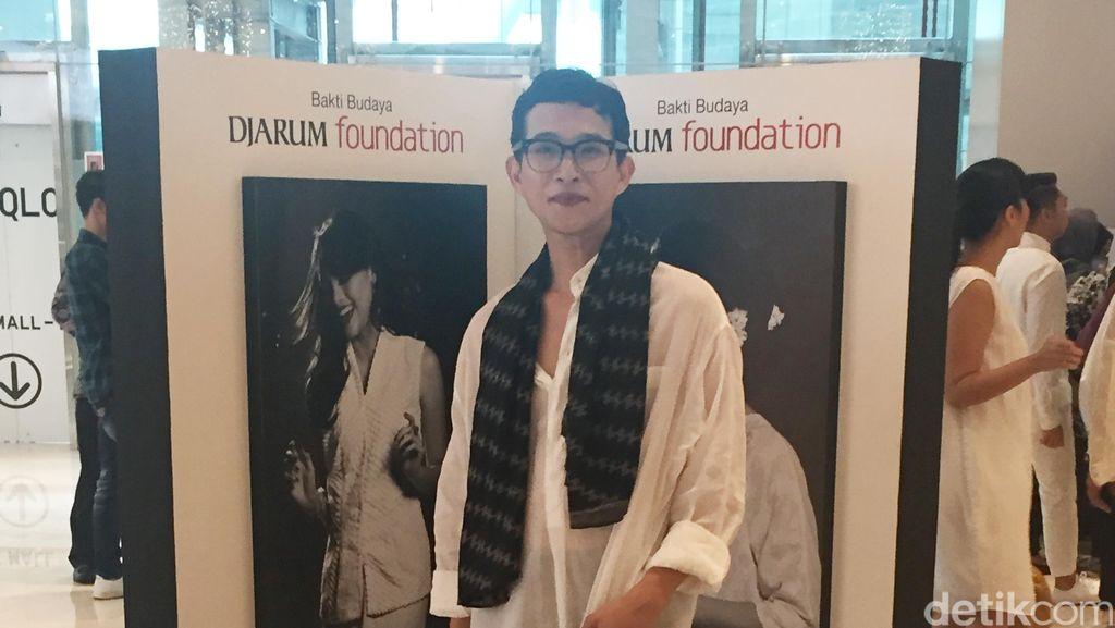 Tantangan Oscar Lawalata Desain Busana untuk 100 Seniman Indonesia