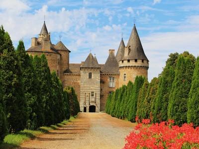 Berani Baca? Kastil Cantik di Prancis yang Konon Disinggahi Iblis