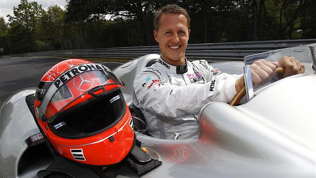 Koleksi Pribadi Michael Schumacher Diperlihatkan untuk Umum
