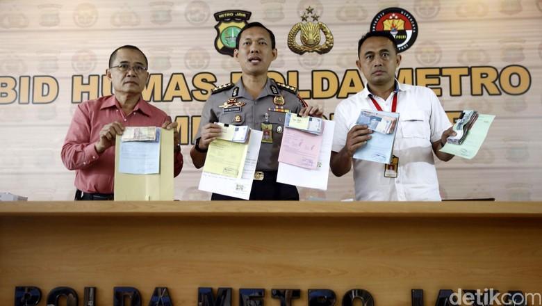 Polda Metro Rilis Kasus Pungli SIM oleh 3 Oknum Polisi