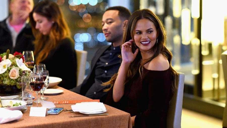Yuk, Intip Makan Malam Romantis John Legend dan Chrissy Teigen