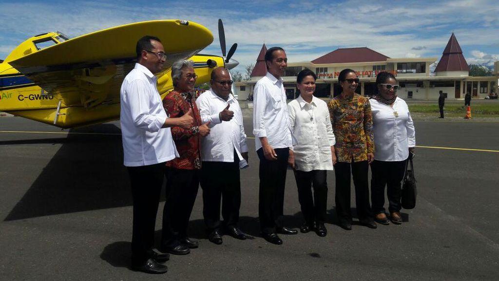 Cek Pesawat Pengangkut BBM di Papua, Jokowi: Nanti Ditambah Jadi 5 Unit