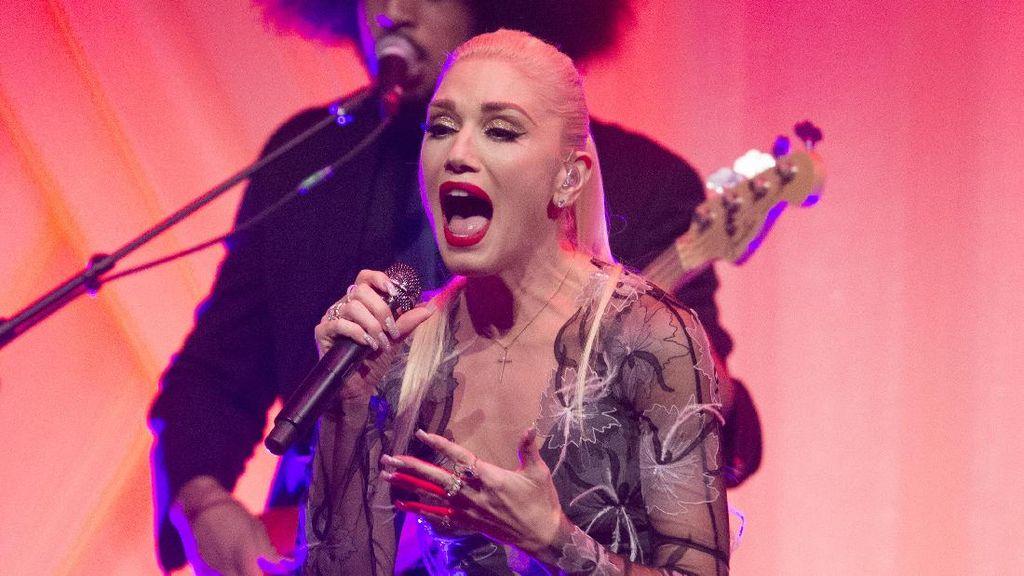 Gendang Telinga Gwen Stefani Pecah karena Naik Pesawat, Kok Bisa?