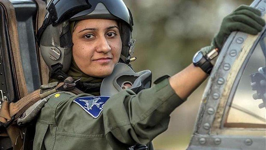 Inspirasi Mengejar Mimpi dari Ayesha Farooq, Pilot Berhijab Pertama Pakistan