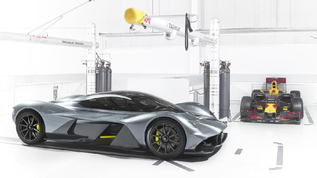 Mobil Super Aston Martin-Red Bull