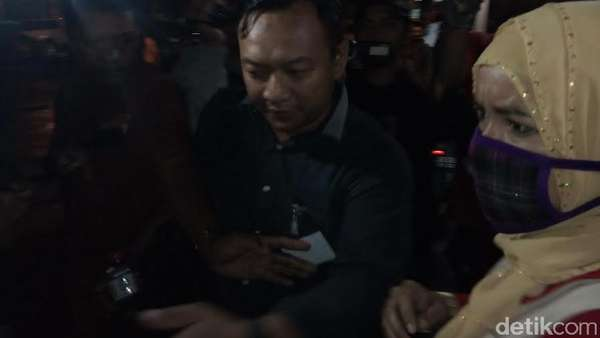 Istri Kedua Dimas Kanjeng Diperiksa Polisi 9 Jam