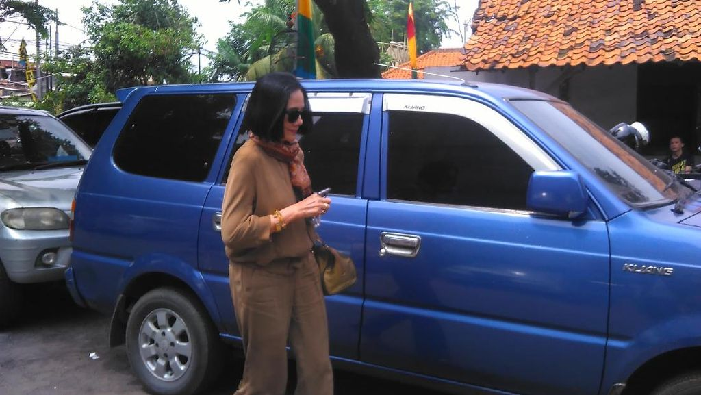 Jenguk ke Rutan, Poppy Dharsono Beri Dukungan Moral untuk Siti Fadilah