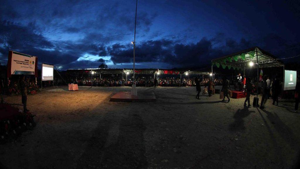 Tembus Laut dan Gunung, PLN Terangi Pelosok Maluku-Papua