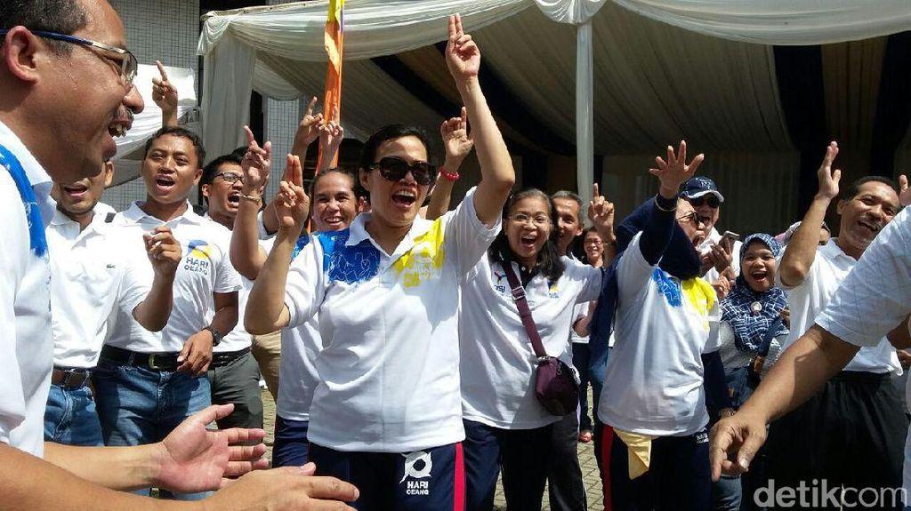 Gaya Sri Mulyani Joget dan Selfie Bareng PNS Kemenkeu di Hari Oeang