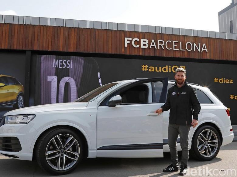 Pemain Bola Barcelona Dapat Hadiah Mobil Baru