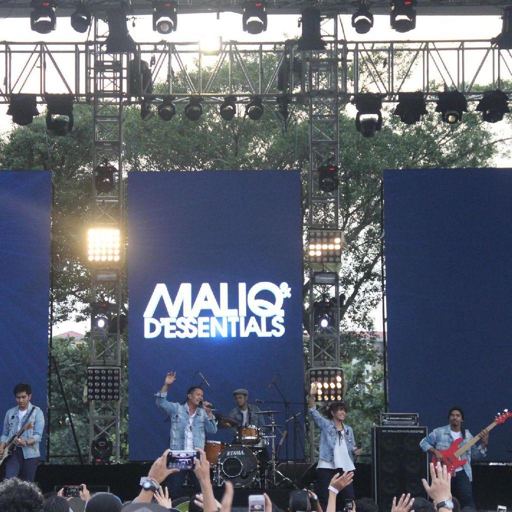 Maliq & DEssentials Sukses Tutup Hari Pertama Jazz Gunung Bromo 2017