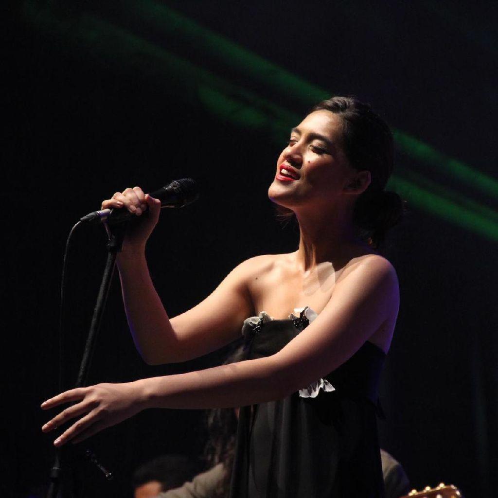Persiapan Monita Tahalea Tampil di Jazz Gunung 2017