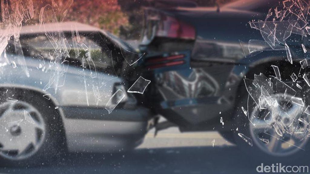Mercedes-Benz Kecelakaan di Tol Pluit, 2 Orang Luka