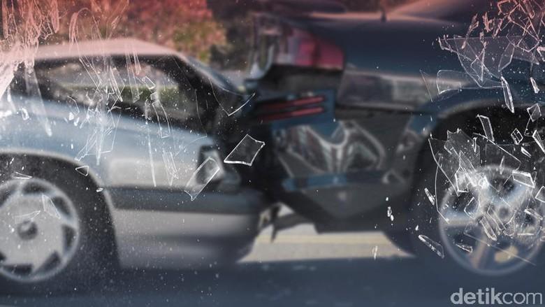 Dipicu Pecah Ban, Tabrakan Mobil Terjadi di Tol Jagorawi Arah Bogor